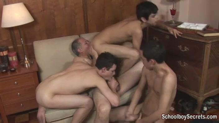 ouwe homo verwend door drie geile gay mannen