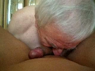 Opa likt sterretje van zijn homo kompaan