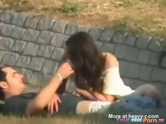 Echte amateur sex beelden - Lekker buiten neuken
